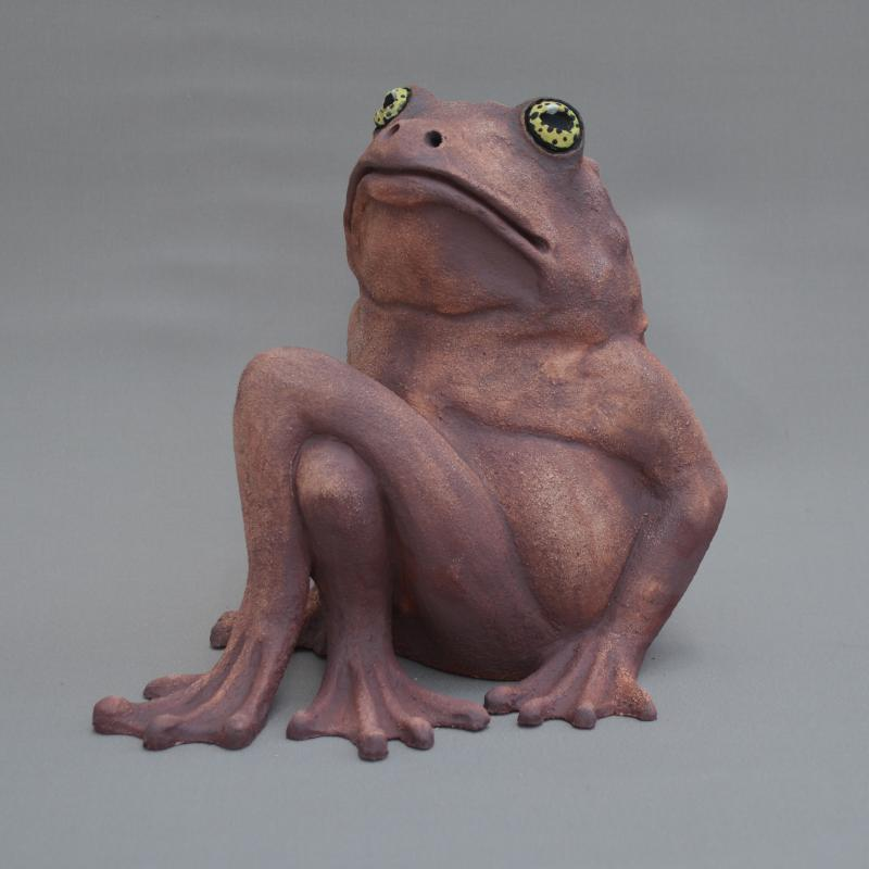 frog with crossed legs